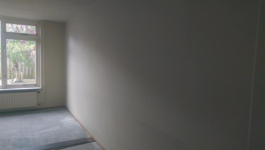 Glasvezelbehang plaatsen in lege woning 140m2 werkspot for Renovlies laten behangen