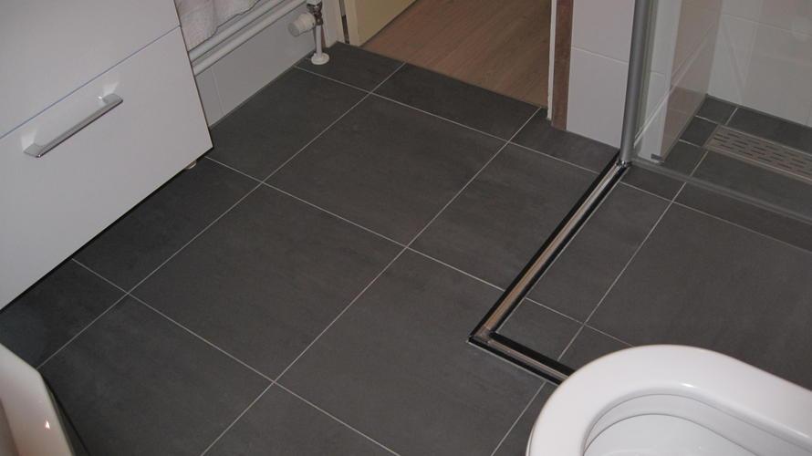 Vloerverwarming Badkamer Retourleiding : Vloerverwarming aanbrengen werkspot