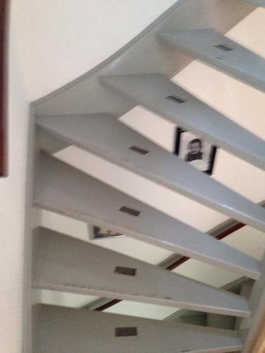 Twee trappen schilderen werkspot - Schilderen muur trap ...