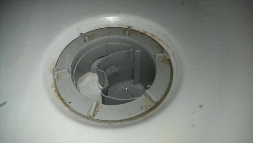 Verstopping in het bad douche afvoer systeem plus vervangen afvoer