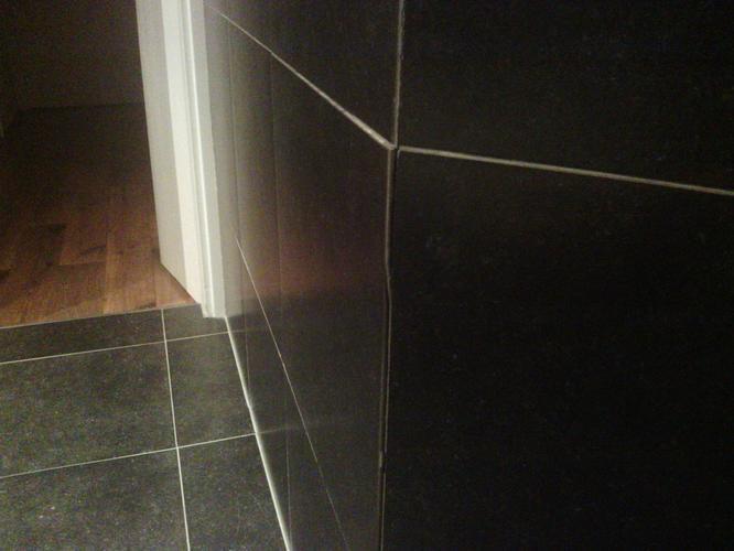 reparatie badkamer tegel en opnieuw voegen - Werkspot