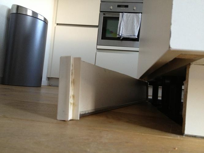 Plinten keuken repareren opnieuw bevestigen werkspot