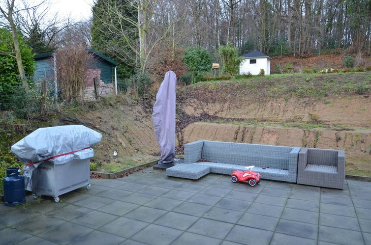 Hoogte verschil tuin opvangen en hierin een tuinpad trap for Trap tuin aanleggen