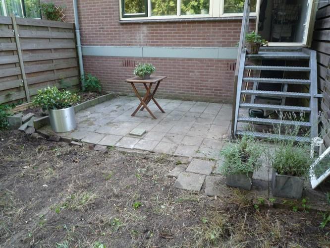 Tuin Bestraten Goedkoop : Kleine tuin bestraten schutting plaatsen werkspot