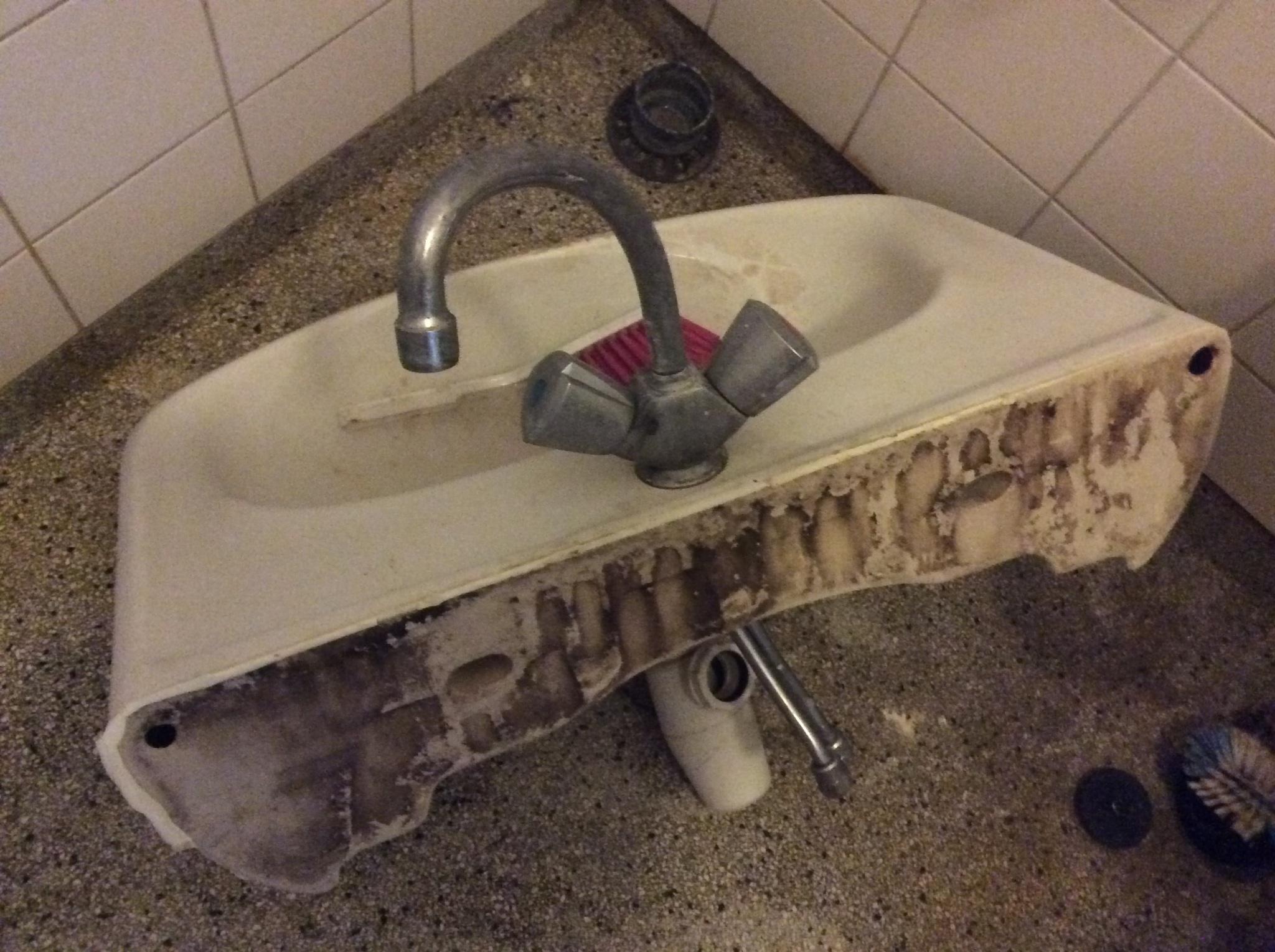 wasbak badkamer opzetten werkspot