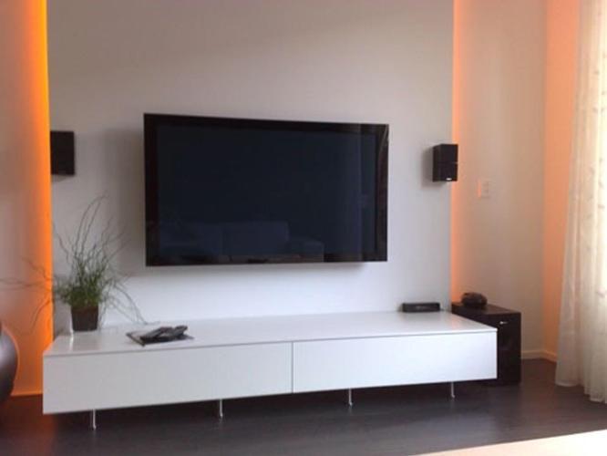 Plaatsen tv wand en stucen wanden huiskamer - Werkspot