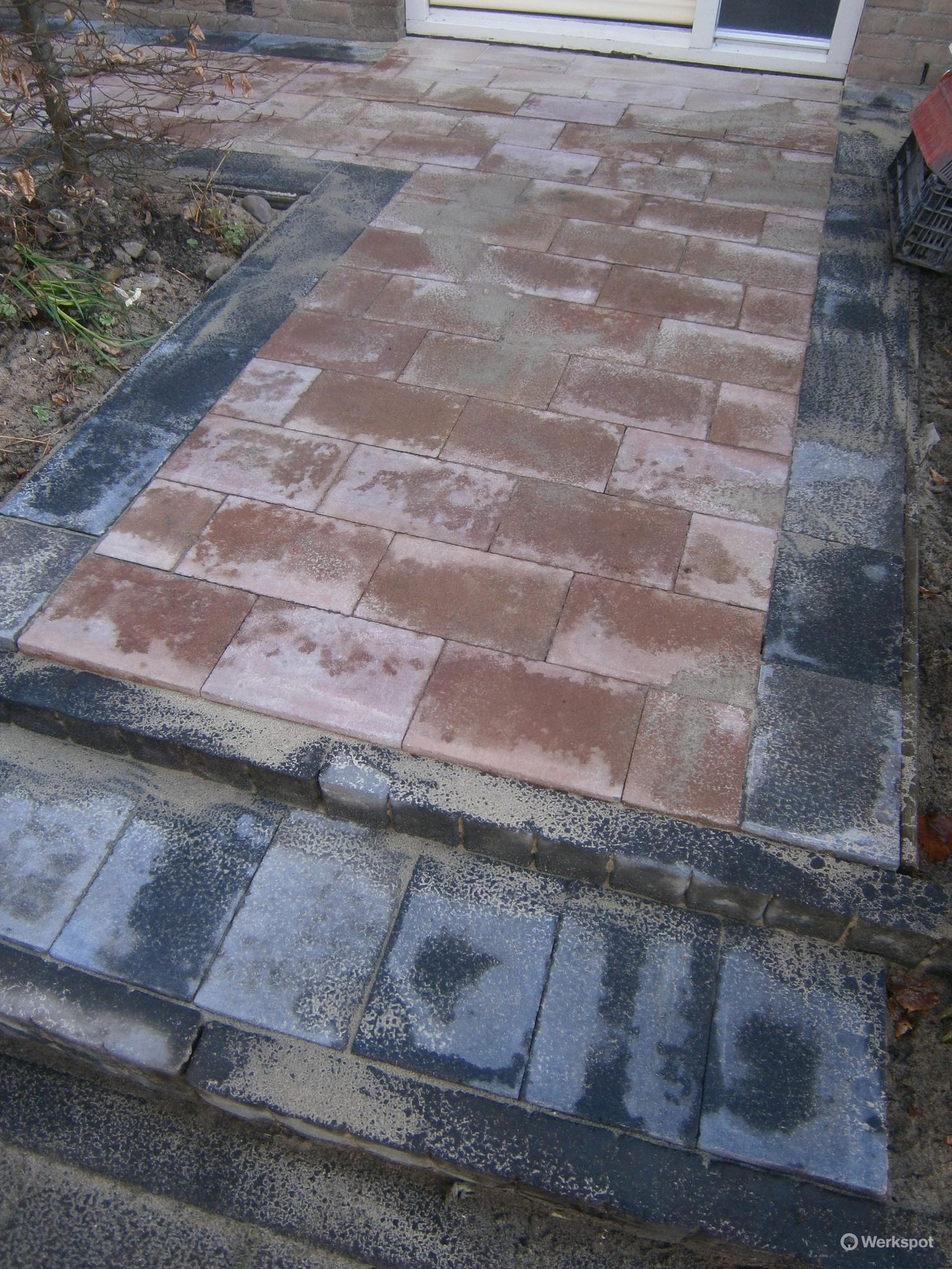Tuin bestraten met beton stenen 20 x 30 x 6 totaal 80 m2 for Tuin laten bestraten