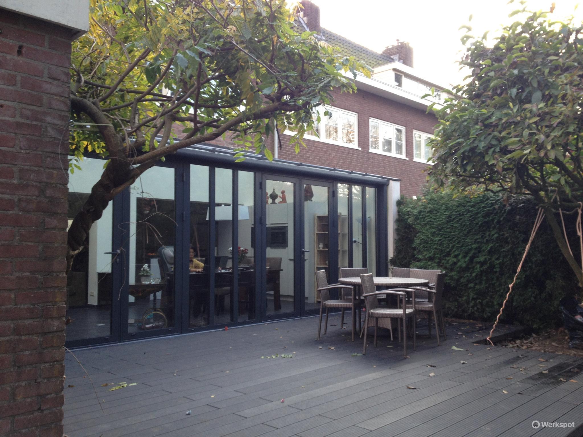 Grote keuken fresh de serre met grote lichtstraat naast de open