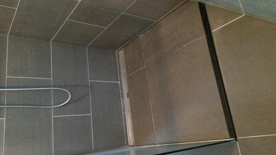Betegelen Vloer Badkamer : Vloer badkamer betegelen en douche putje verplaatsen werkspot