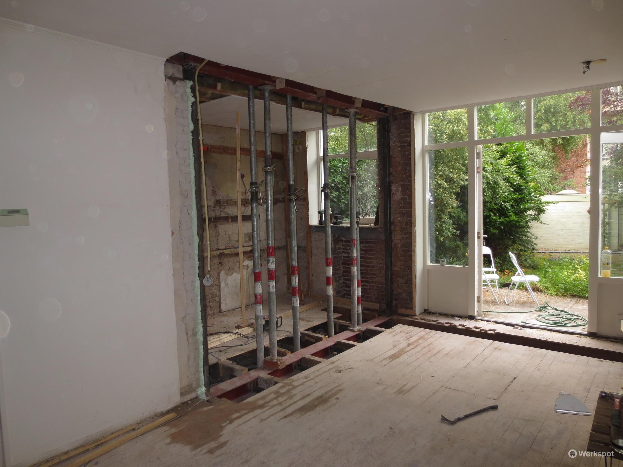 Vervangen van een steunpaal midden in keuken door horizontale draag werkspot - Plafond met balk ...