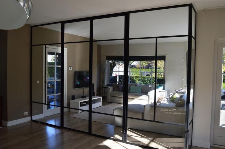 Extra Kamer Maken : Glazen schuifdeuren plaatsen voor het het maken van een extra kamer