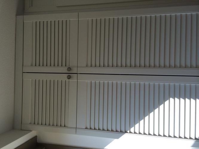 inbouw gangkast maken met louvre deurtjes zoals afbeelding. Black Bedroom Furniture Sets. Home Design Ideas
