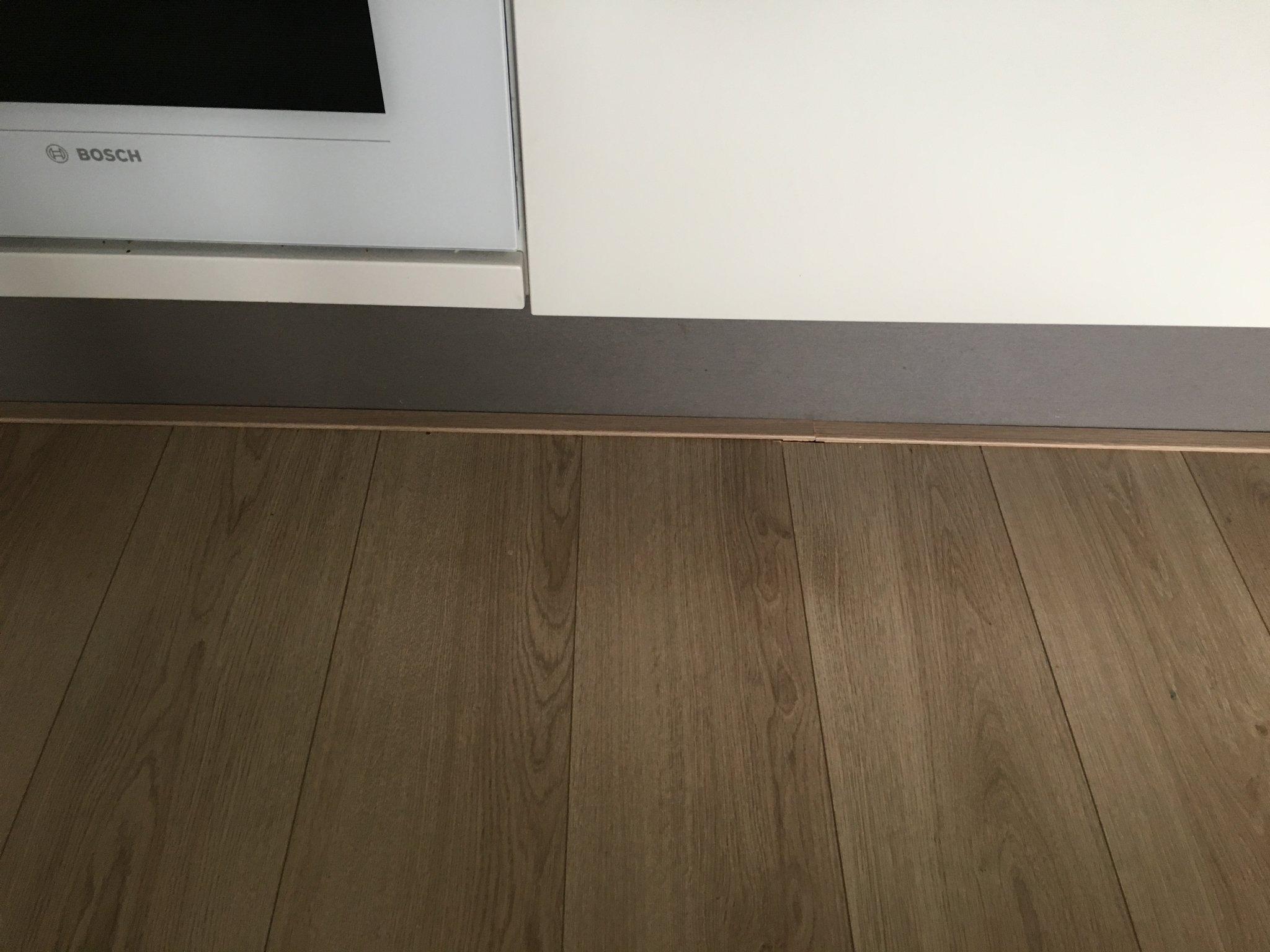 Plinten leggen woonkamer en gang - Werkspot