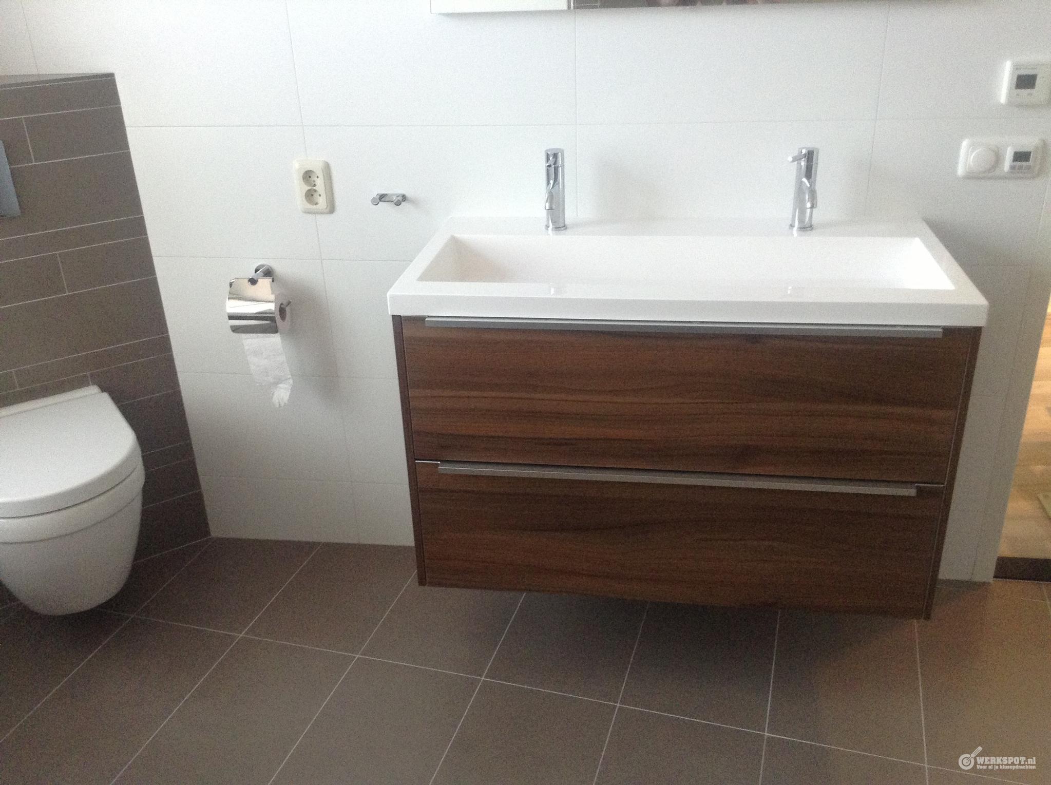 Badkamer Betegelen Ideeen : Badkamer installeren in nieuwbouwhuis werkspot