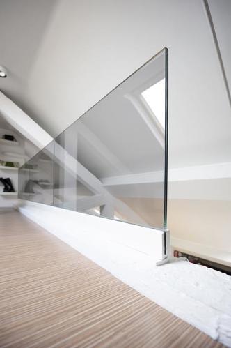 Glazen balustrade rondom vide en trapgat werkspot for Balustrade trap
