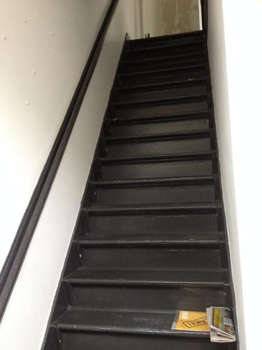 Trappen overloop gang en plafond verven werkspot - Hoe om te schilderen een trap ...