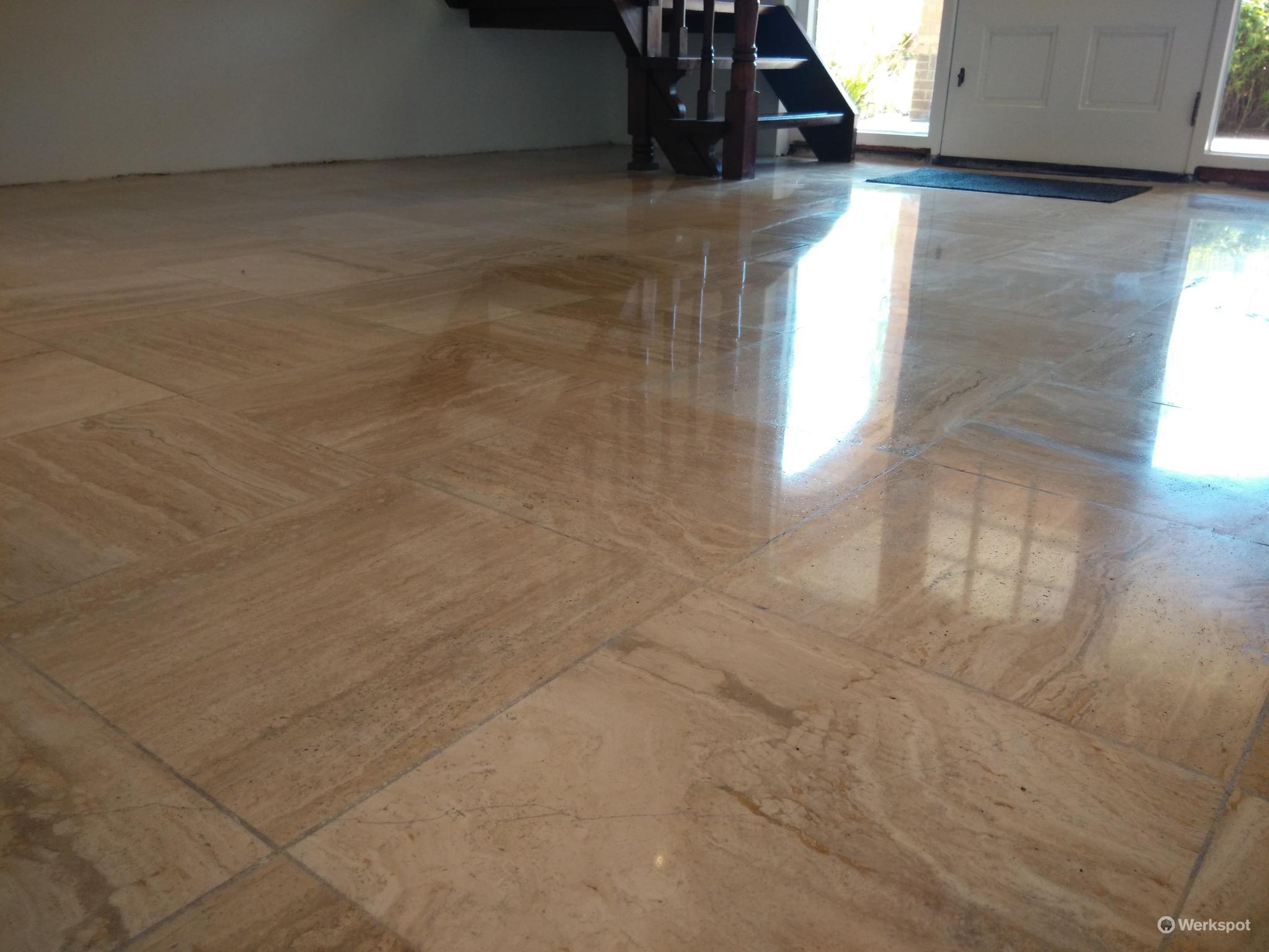Travertin Vloer Badkamer : Travertin vloer repareren polijsten en impregneren werkspot