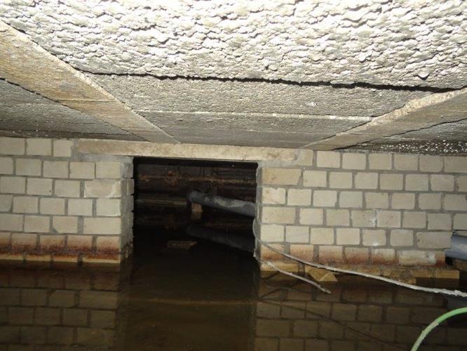 Isoleren kruipruimte onderkant vloer leidingen deels for Houten vloer isoleren