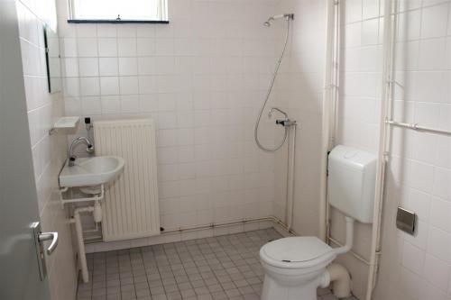Nieuwe Badkamer Huurhuis : Badkamer toilet voormalige huurwoning verbouwen werkspot