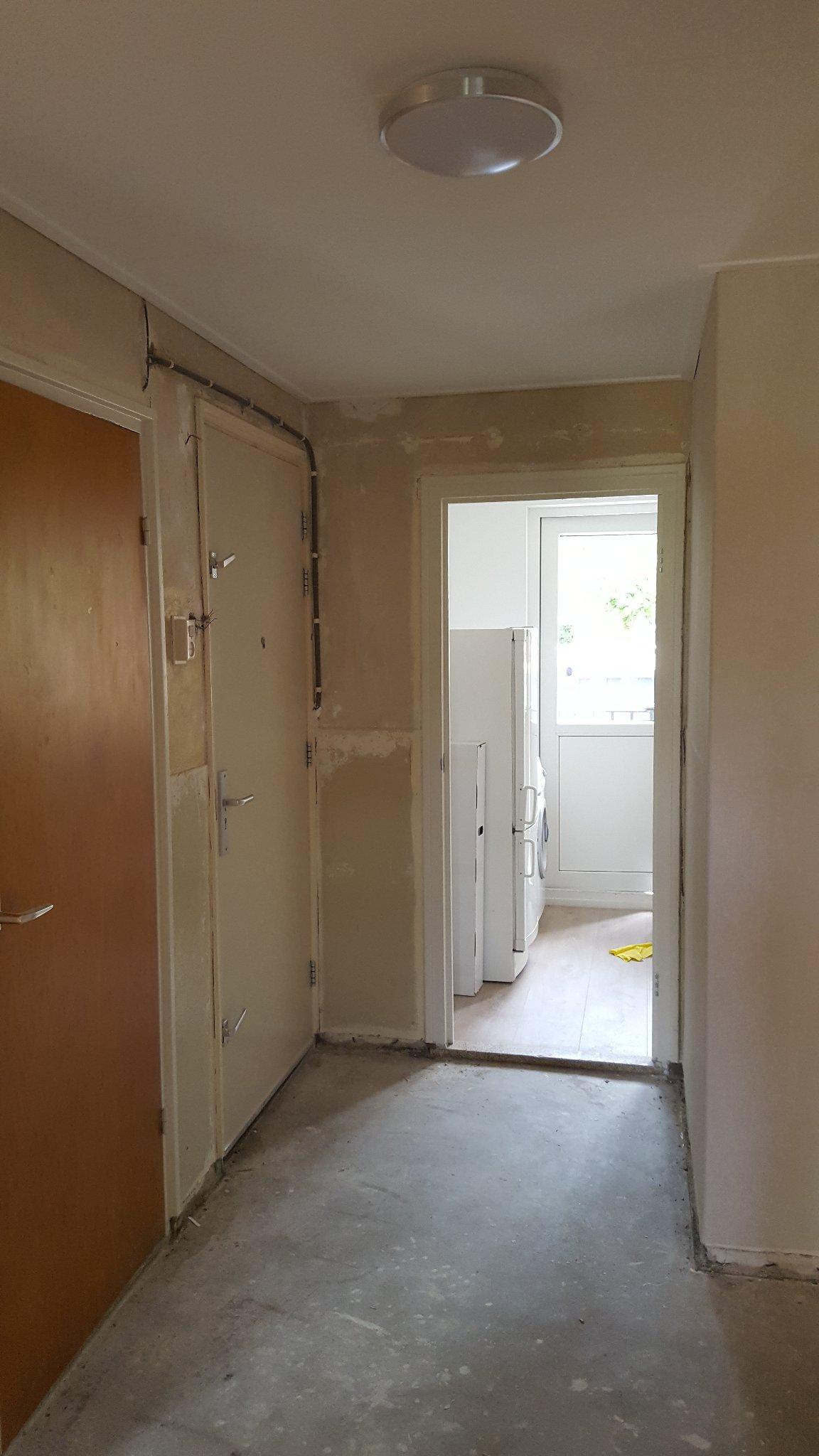 3 kamers behangen en binnen schilderwerk werkspot for Trapgat behangen