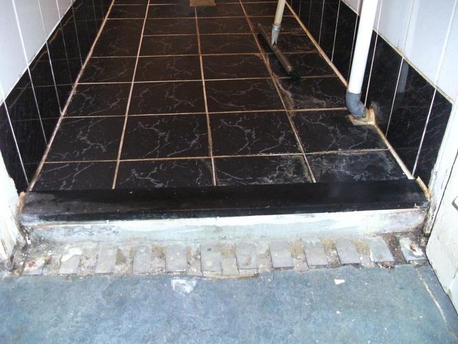 Hardstenen drempel in badkamer verhogen - Werkspot