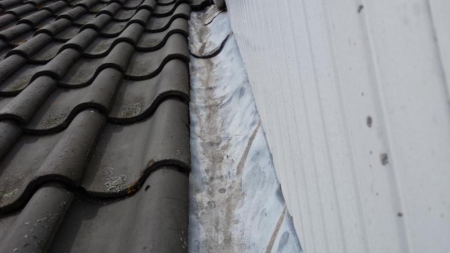 Voorkeur Reparatie daklood dakkapel + reparatie dakleer berging - Werkspot YA01