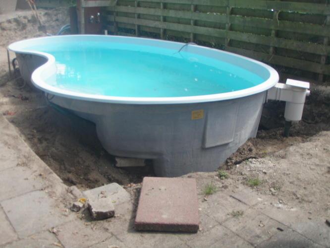Stukje terras rond zwembad aanleggen werkspot - Rond het zwembad ...