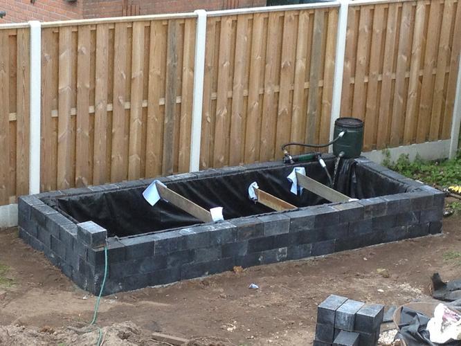 Vijverrand natuursteen waterpas maken en monteren werkspot for Vijverrand maken