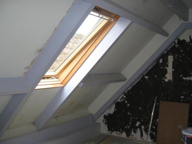 Zolder 2 kamers 20 m2 per kamer schuren gipsplaten verven werkspot - Trap toegang tot zolder ...