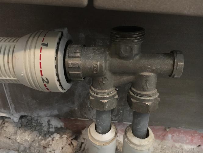 Aansluiten Radiator Badkamer : Wiesbaden tower radiator badkamer radiatoren
