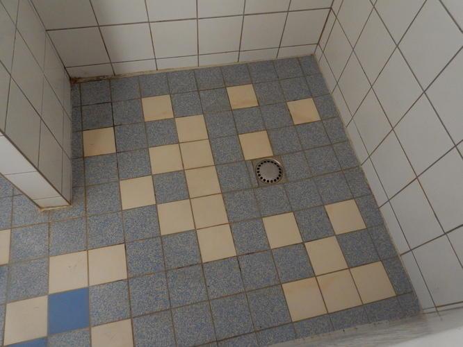 Inloopdouche Met Hoek : Sanitair kitten badkamer met douche hoek wc wastafel en bad werkspot