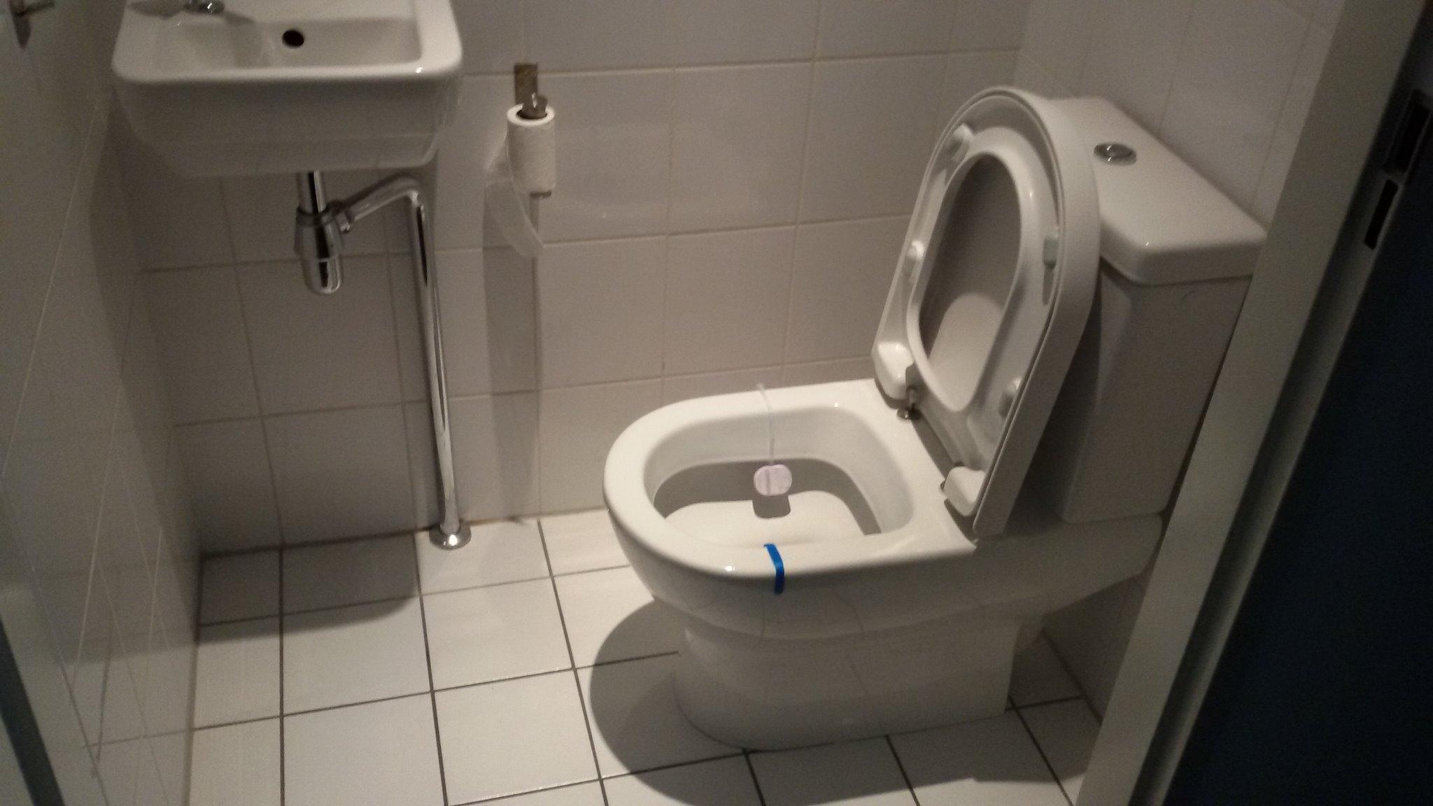 Hangend Toilet Plaatsen : Spoed plaatsen hangend toilet werkspot