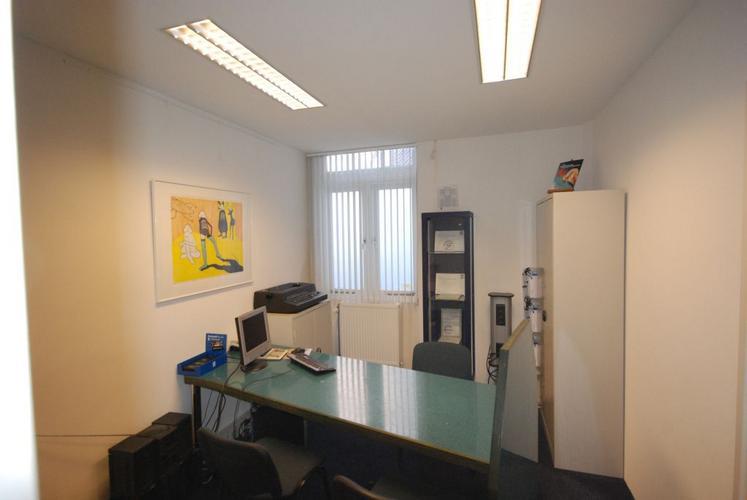 texen kantoor 40 m2 en schilderen dubbele voordeur met