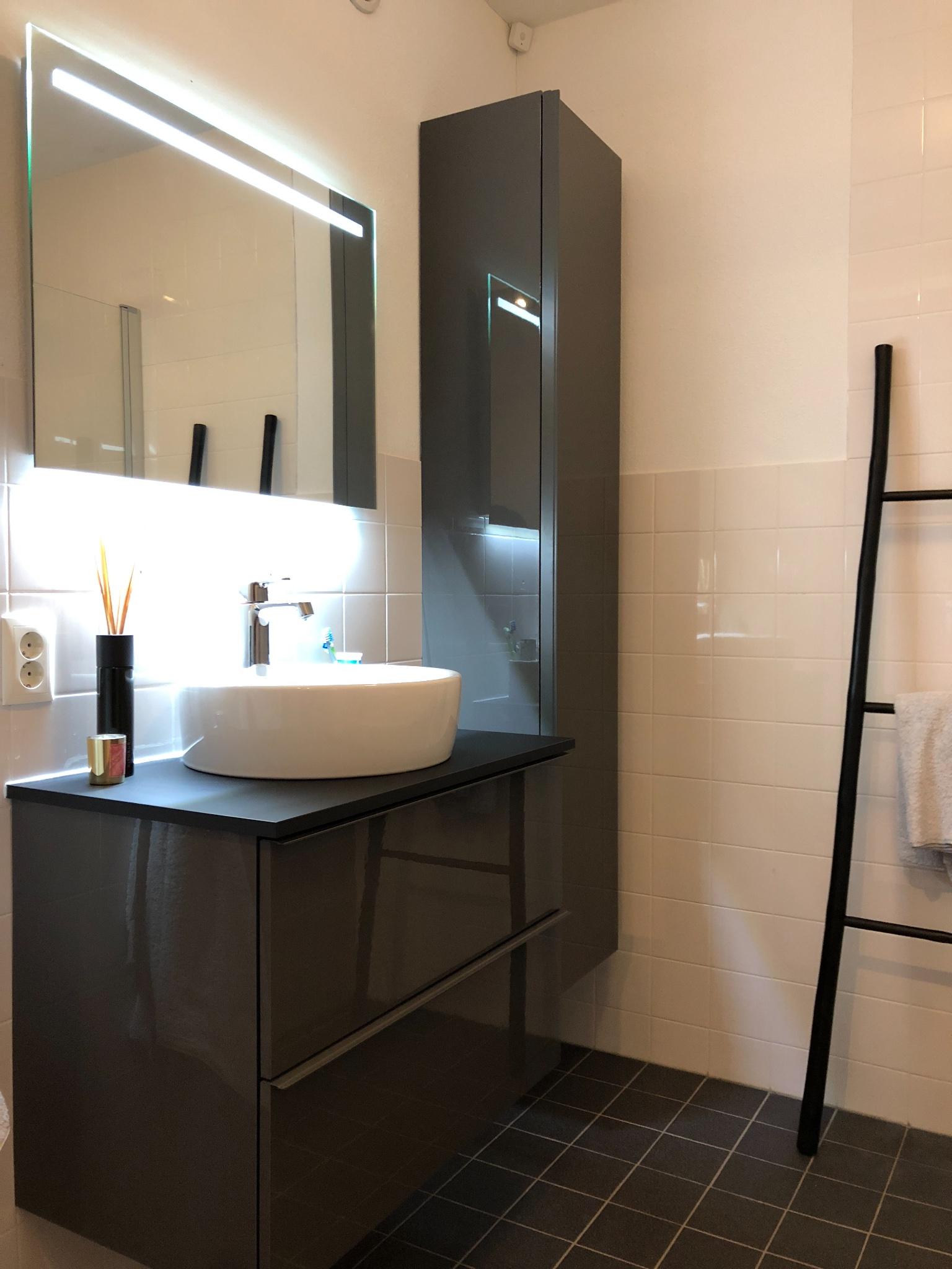 Badkamer Meubel Kast Monteren Van Ikea Spiegel Werkspot
