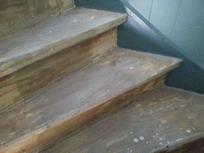 Lijmresten verwijderen granito vloer en houten trap werkspot for Vurenhouten trap