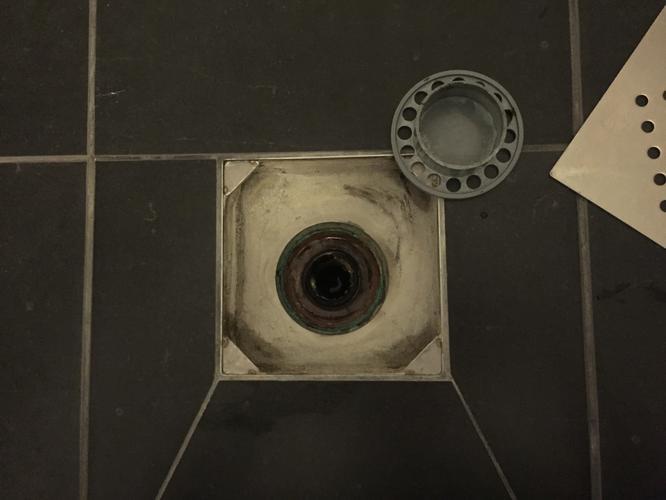 Rioollucht badkamerputje verhelpen na doorspoelen toilet - Werkspot