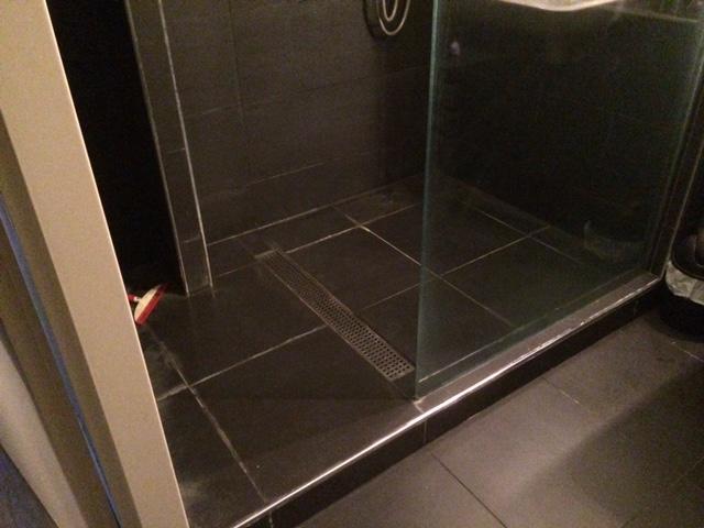 Tegels Opnieuw Voegen : Opnieuw voegen van tegels in douche werkspot