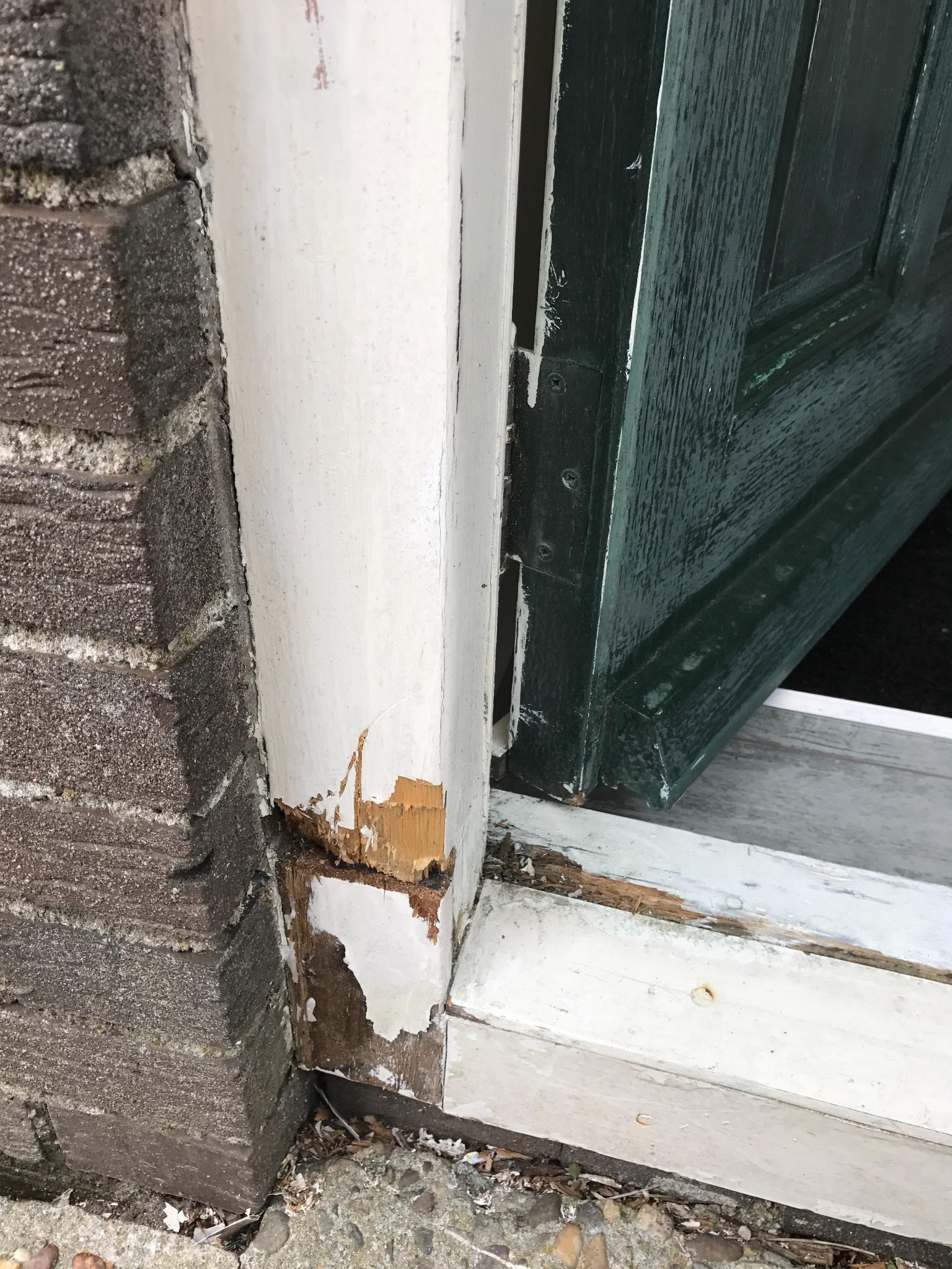 Kozijn voordeur repareren vervangen werkspot for Vensterbank vervangen