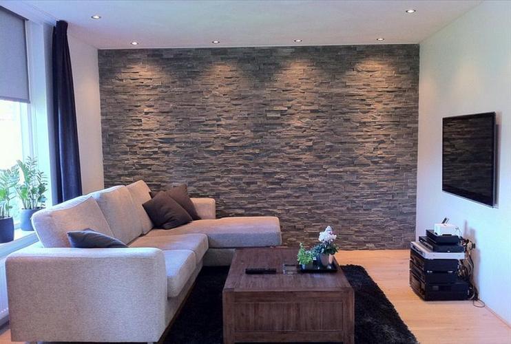 Wand voorzien van natuursteenstrips - Werkspot