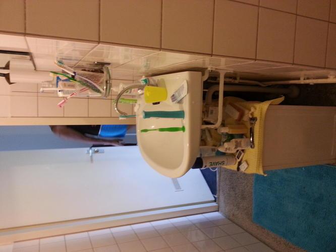 Oude badkamer slopen en nieuwe badkamer plaatsen leidingen