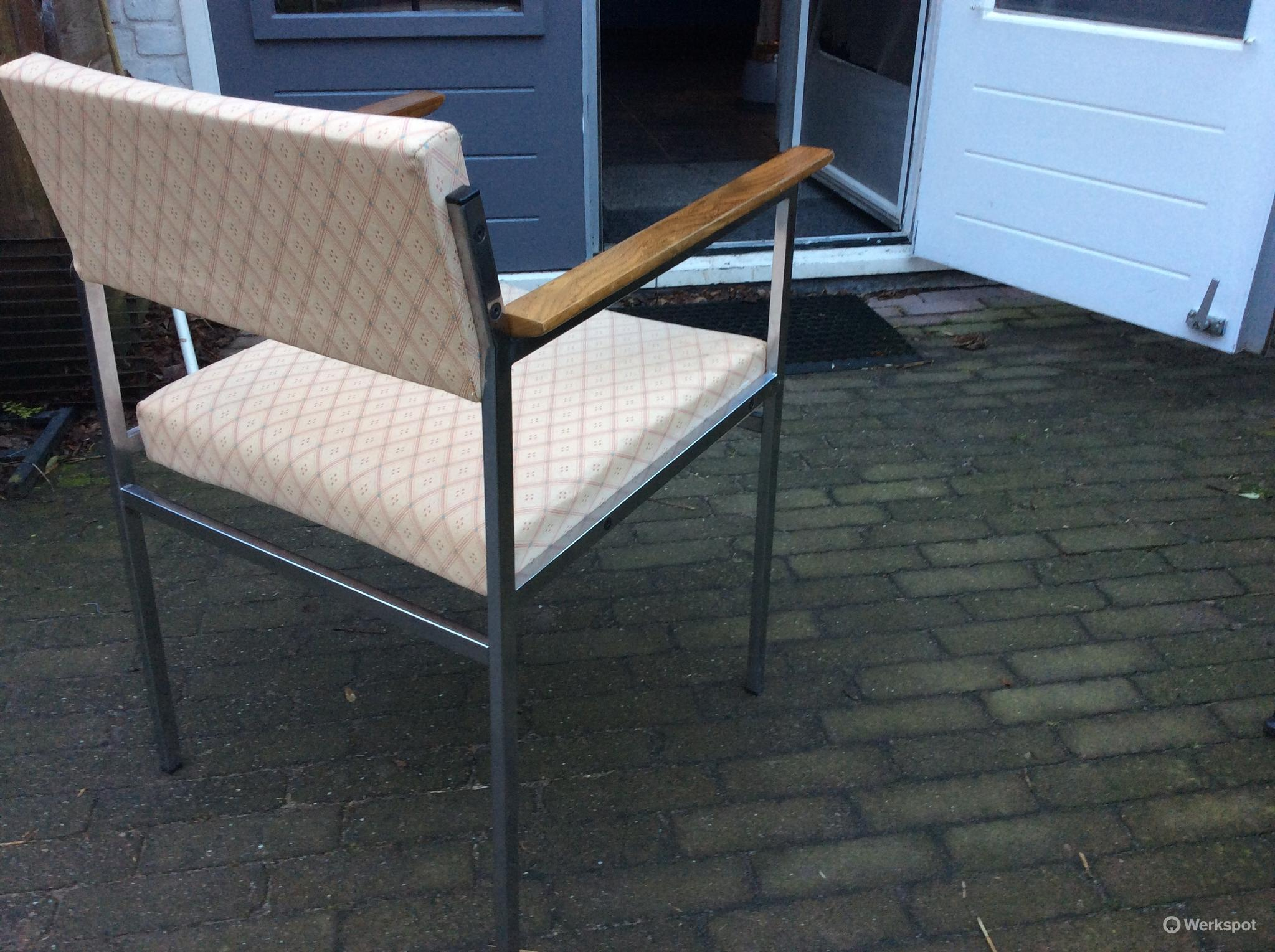Stofferen en restaureren vintage stoelen werkspot