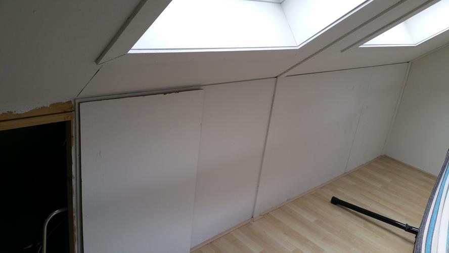 Schuifdeuren op zolder maken onder dak werkspot - Zolder stelt fotos aan ...