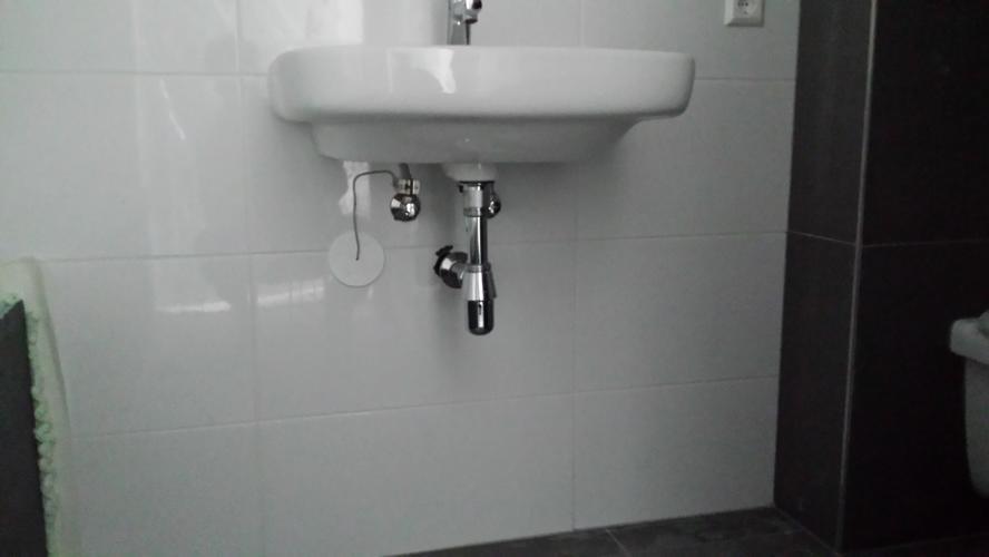 Wasbak Badkamer Plaatsen : Vervangen van wasbak leidingen splitsen voor 2 kranen & plaatsen