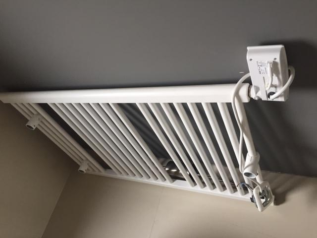 Aansluiten Radiator Badkamer : Twee elektrische radiatoren ophangen en aansluiten werkspot
