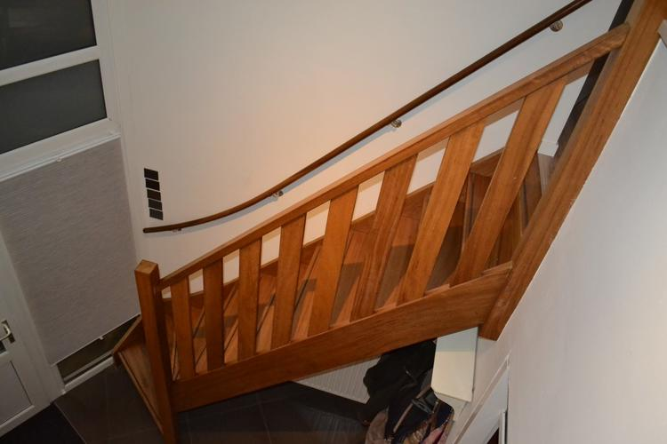 Verlichting langs trap - sleuven frezen en electra aanleggen - Werkspot