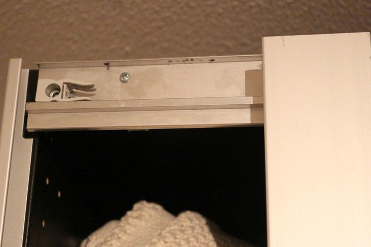Pax Kast Schuifdeuren : Repareren luid schuifdeur van ikea pax kast werkspot