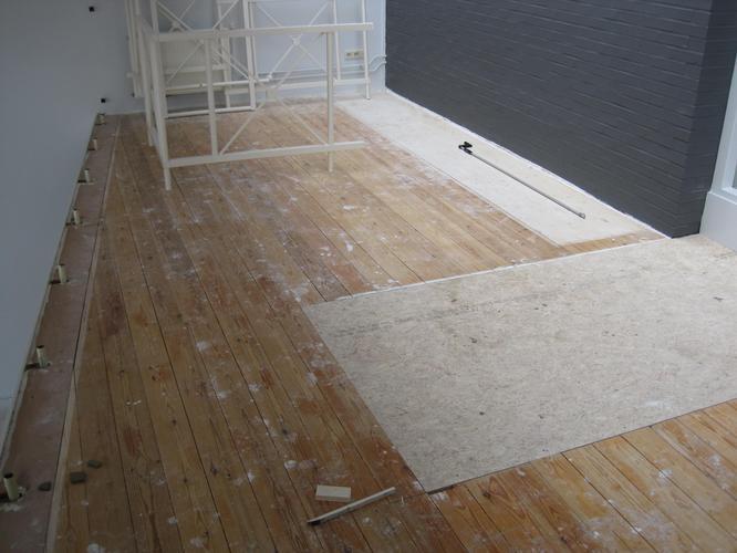 Grote houten platen vloer maken op m werkspot