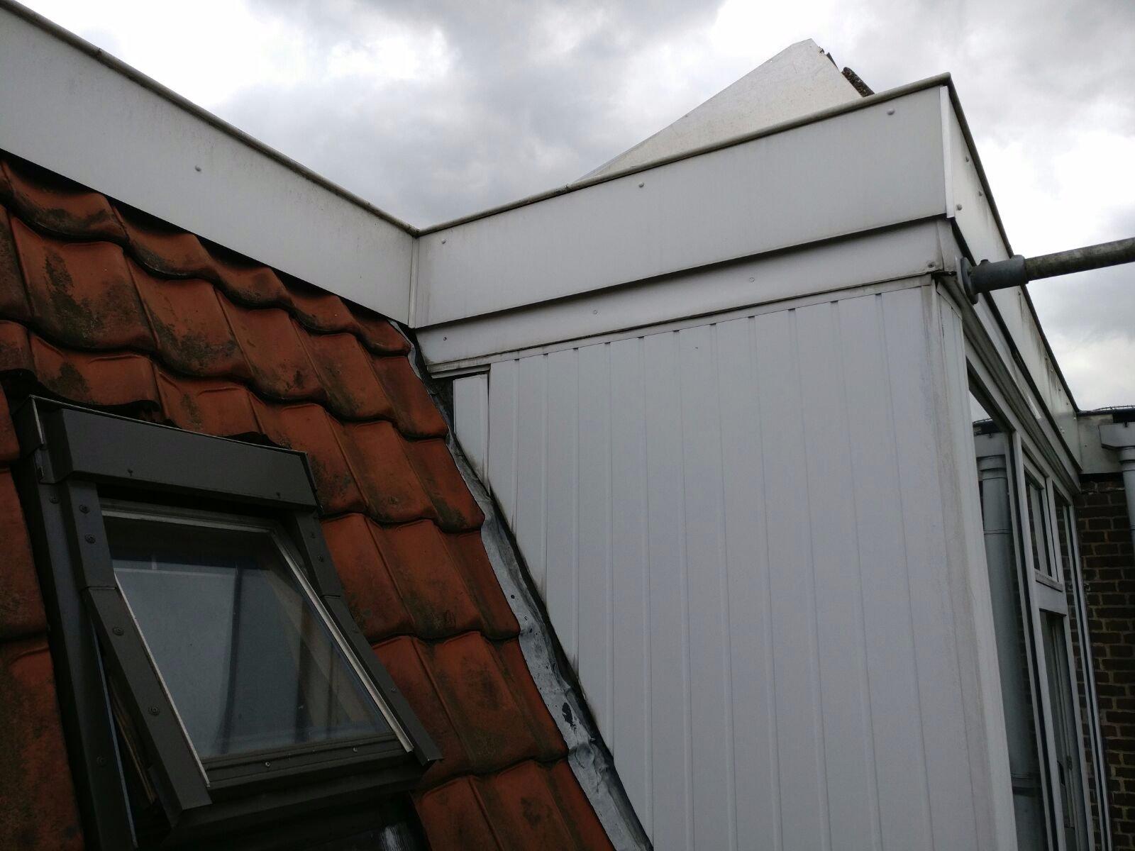 Dakbedekking plaatsen lichtkoepel en trap uitbouwen for Plaatsen trap