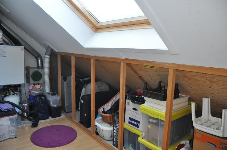 Schuifdeuren wand zolder onder schuin dak maken werkspot for Maak een kledingkast