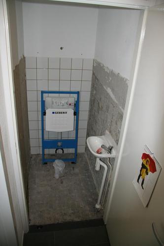 inrichten hangend toilet werkspot. Black Bedroom Furniture Sets. Home Design Ideas